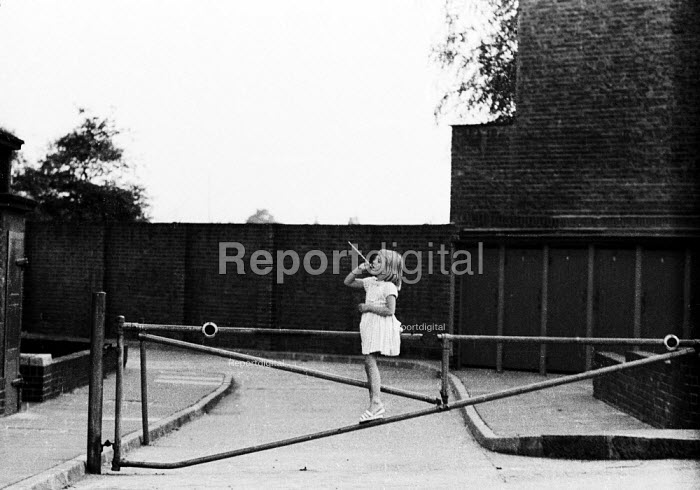 Young girl playing alone, housing estate, Hackney, London 1961 - Romano Cagnoni - 1961-07-11