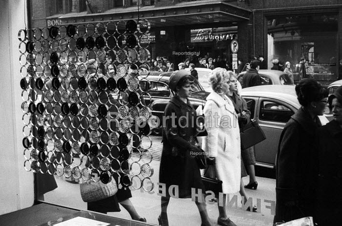 Women shopping in main street Helsinki Finland 1961 - Romano Cagnoni - 1961-05-06