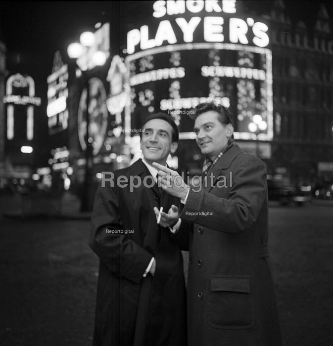 Two men smoking outside at night Piccadilly Circus London... - Romano Cagnoni, RARC6190.jpg