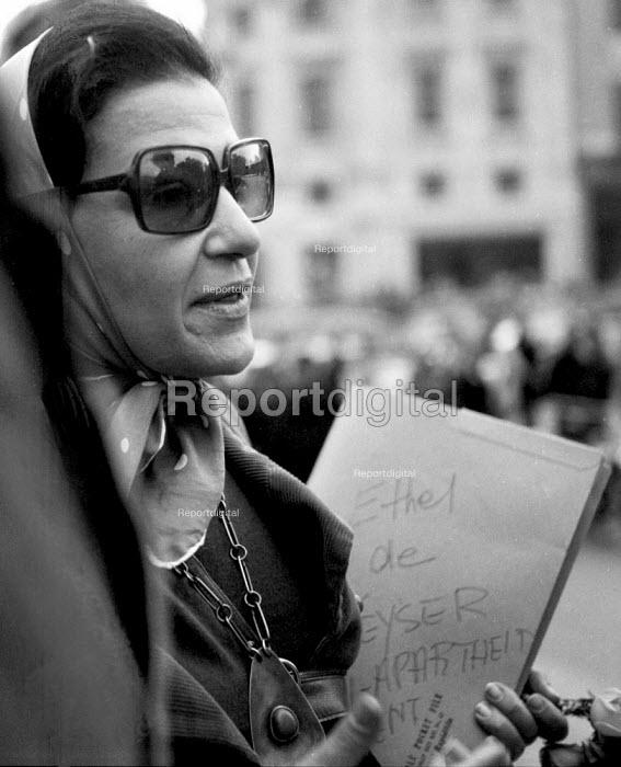 Ethel de Keyser, Anti Apartheid rally Trafalgar Square London 1970 - Chris Davies - 1970-10-25
