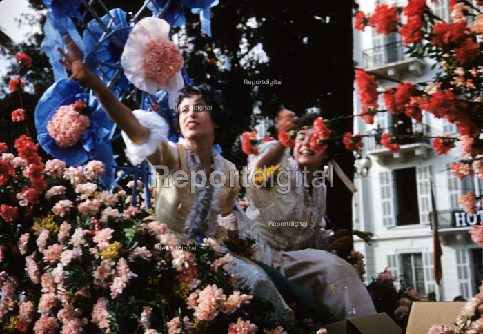 Women on a float festooned with flowers, annual Nice... - Felix H. Man, RAFM4818.jpg