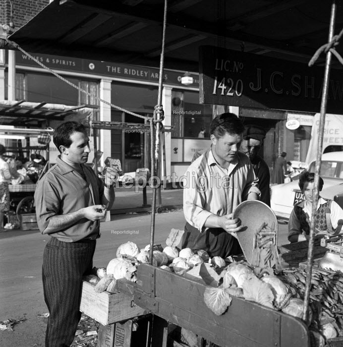 Playwright Arnold Wesker with street traders on a fruit... - Romano Cagnoni, RARC6278.jpg
