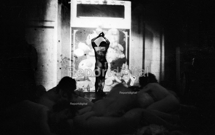 Sheila Allen, Vagina Rex and The Gas Oven 1969, Drury Lane Arts Lab, London. The play by Jane Arden was the first Womens Liberation Movement play to be staged in UK - Romano Cagnoni - 1969-02-14