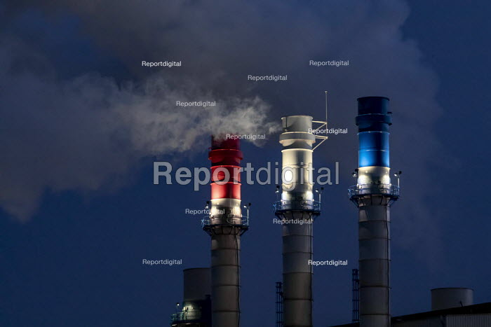 Dearborn, Michigan USA: Red, white and blue chimneys, Dearborn Industrial Generation plant. Burning natural gas and waste blast furnace gas to produce electricity for the River Rouge complex and the midwest market - Jim West - 2019-03-05