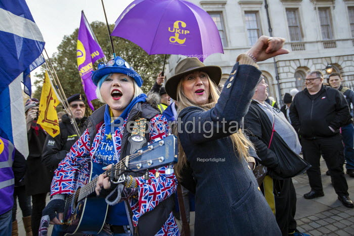 Pro EU campaigner is heckled, jeered and thrown money by UKIP supporters, outside Parliament during votes on how the UK leaves the European Union, Westminster, London. Sheffield musician Madeleina Kay - Jess Hurd - 2019-03-14