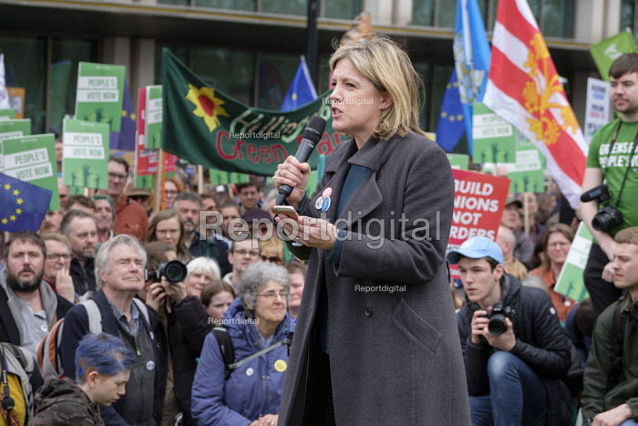 Momentum Coordinator Laura Parker speaking Left Bloc rally, People's Vote march London. For a second EU referendum - Philip Wolmuth - 2019-03-23