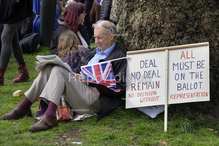People's Vote march, London. For a second EU referendum. Doing the crossword - Philip Wolmuth - 2019-03-23