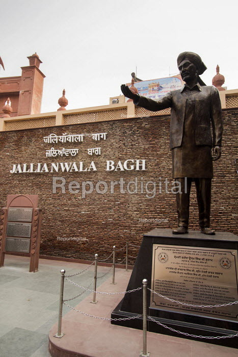 Statue of Shaheed Udham Singh at the Monument to dead of The Amritsar massacre, Jallianwala Bagh, India. Troops of the British Indian Army under the command of Colonel Reginald Dyer fired rifles into a crowd of Indians who had gathered in Jallianwala Bagh, Amritsar, Punjab on 13 April 1919. The civilians had assembled for a peaceful protest to condemn the arrest and deportation of two national leaders - Martin Mayer - 2018-10-31