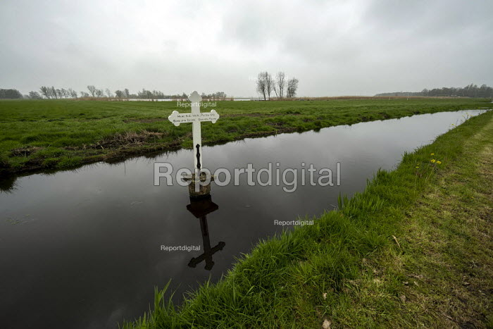 Here Fell W.A. McVie memorial cross to British airman William Alexander McVie who died after bailing out of his aircraft in 1941 during World War II, Ilpendam, De Leek, Broek in Waterland, North Holland, Netherlands - Jess Hurd - 2019-04-06