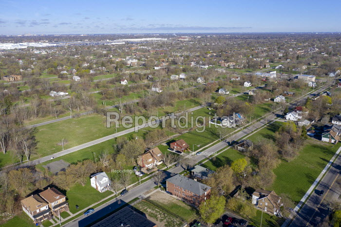 Detroit, Michigan, USA, Depopulation. Huge sections of vacant land in many Detroit neighborhoods. The city's population has fallen from 1.86 million in 1950 to an estimated 673,000 in 2017 - Jim West - 2019-04-24