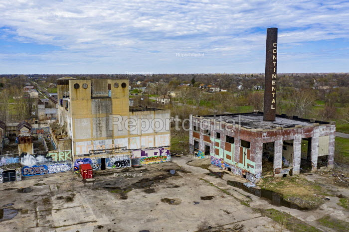 Detroit, Michigan, USA. Derilict Continental Motors plant which manufactured automobile and aircraft engines from 1911 until 1965. Most of the plant has been demolished but the distinctive smokestack remains - Jim West - 2019-04-21