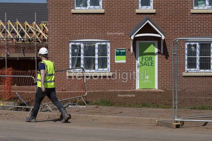 Persimmon housebuilding, Wellesbourne, Warwickshire. Persimmon enjoyed a 31% operating profit margin subsidised by the help-to-buy scheme - John Harris - 2019-04-12