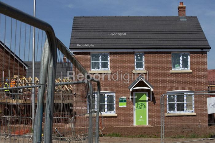 Persimmon housebuilding, Wellesbourne, Warwickshire. Persimmon enjoyed a 31% operating profit margin subsidised by the help-to-buy scheme - John Harris - 2019-04-12