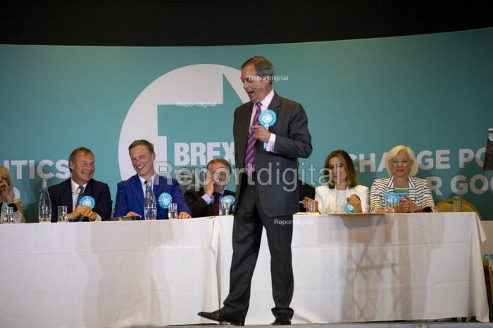 Nigel Farage speaking, Brexit Party rally, Willenhall, Wolverhampton. (L to R) Rupert Lowe, Martin Daubney, Andrew Kerr, Vishal Khatri, Laura Kevehazi, Katharine Harborne - John Harris - 2019-05-17