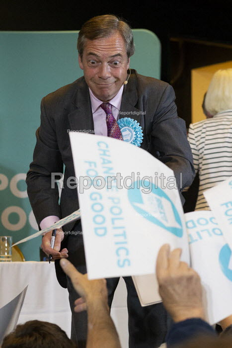 Nigel Farage signing autographs, Brexit Party rally, Willenhall, Wolverhampton - John Harris - 2019-05-17