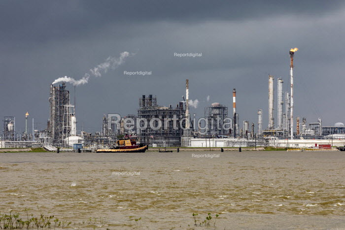 Hahnville, Louisiana, USA, Dow Chemical petrochemical complex, west bank of the Mississippi River. The plant is operated by Dow subsidiary Union Carbide - Jim West - 2019-05-11
