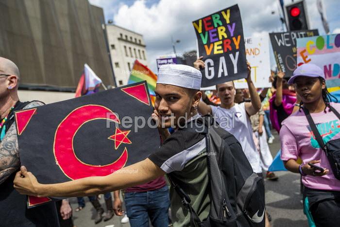 Gay Muslims leading Birmingham Gay Pride. - Jess Hurd - 2019-05-25