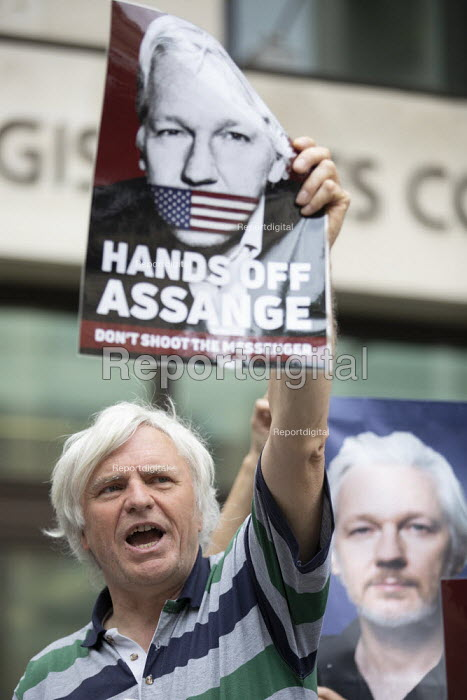 Protest at Julian Assange hearing on the US extradition request, Westminster Magistrates Court, London. The indictment has been condemned by free press organisations as criminalising journalism - Jess Hurd - 2019-05-30