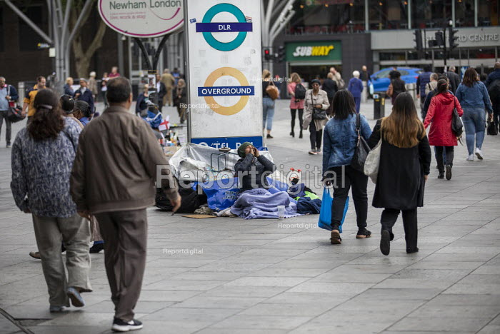 Homeless, Stratford Station, Newham East London - Jess Hurd, jj1905168.jpg