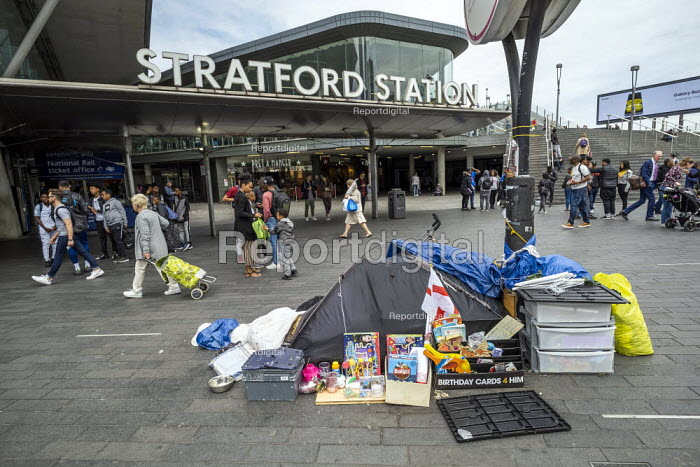 Homeless, Stratford Station, Newham East London - Jess Hurd - 2019-05-29