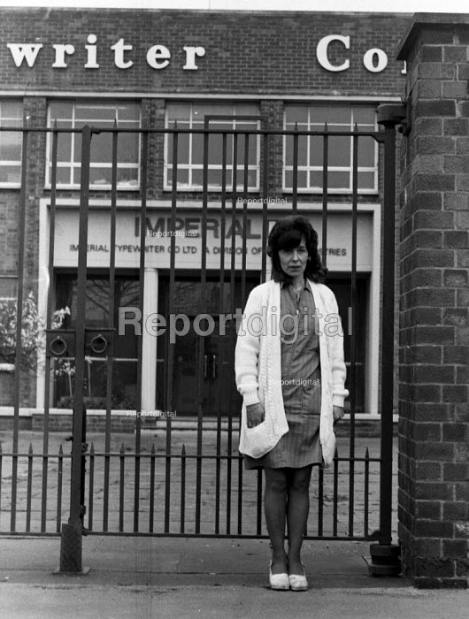 Imperial Typewriters factory occupation Hull 1975. Helen Charlesworth outside the plant occupied by the striking workforce as they resisted its closure by an American multinational - John Sturrock - 1975-02-21