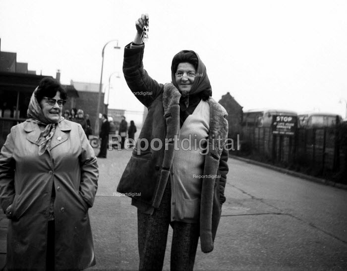 Imperial Typewriters factory occupation Hull 1975. Women workers brandishing the keys to the plant occupied by the striking workforce as they resisted its closure by an American multinational - John Sturrock - 1975-02-21