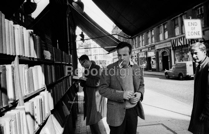 Franco Zeffirelli director and producer, West End, London 1961 Looking at books in a bookshop, Charing Cross Road whilst on a working visit to LondonFranco Zeffirelli director and producer, West End, London 1961 Looking at books in a bookshop, Charing Cross Road whilst on a working visit to LondonFranco Zeffirelli director and producer, West End, London 1961 Looking at books in a bookshop, Charing Cross Road whilst on a working visit to LondonFranco Zeffirelli director and producer, West End, London 1961 Looking at books in a bookshop, Charing Cross Road whilst on a working visit to London - Romano Cagnoni - 1961-05-07