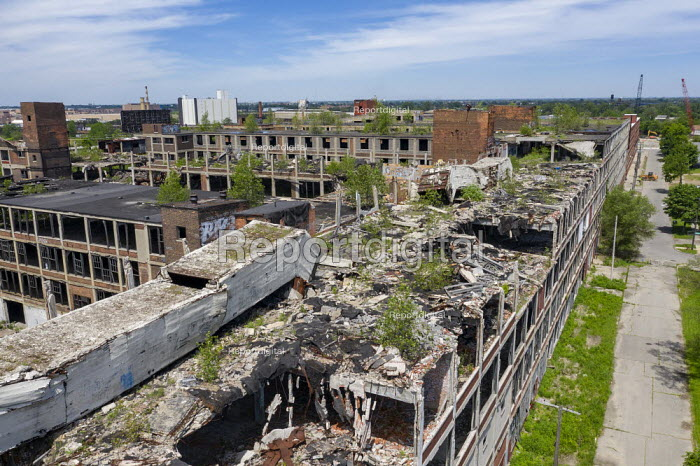 Detroit, Michigan, USA: Derelict Packard automotive plant. Opened in 1903, the 3.5 million square foot plant employed 40,000 workers before closing in 1958 - Jim West - 2019-06-08
