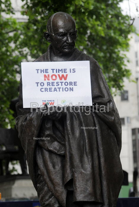 The Time Is Now - Christian Aid protest and lobby of Parliament calling for urgent action on climate change. Protestors place a placard on the statue of Mahatma Gandhi in Parliament SquareThe Time Is Now - Christian Aid protest and lobby of Parliament calling for urgent action on climate change. Protestors place a placard on the statue of Mahatma Gandhi in Parliament SquareThe Time Is Now - Christian Aid protest and lobby of Parliament calling for urgent action on climate change. Protestors place a placard on the statue of Mahatma Gandhi in Parliament SquareThe Time Is Now - Christian Aid protest and lobby of Parliament calling for urgent action on climate change. Protestors place a placard on the statue of Mahatma Gandhi in Parliament Square - Stefano Cagnoni - 2019-06-26