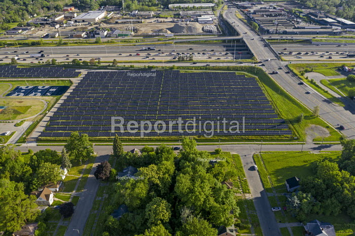 Detroit, Michigan, USA, 2 MWe DTE Energy solar installation built on vacant land as the city population has continued to decline. The project is one of the largest urban solar installations in America - Jim West - 2019-06-26