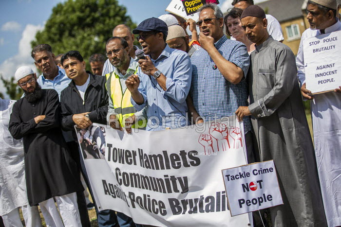 Brian Richardson speaking, protest against the brutal arrest of Younass Dentahar, a Moroccan parent of a disabled child on the Aberfeldy Estate, Tower Hamlets, East London - Jess Hurd - 2019-07-12