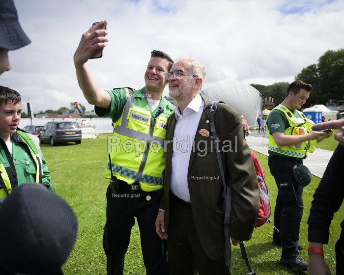 Jeremy Corbyn selfie with a supporter, 2019 Durham Miners Gala - Mark Pinder - 2019-07-13