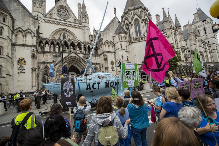 Extinction Rebellion protest Royal Courts of Justice, London, against lack of Government action on climate change and prosecution of mass arrests - Jess Hurd - 2019-07-15