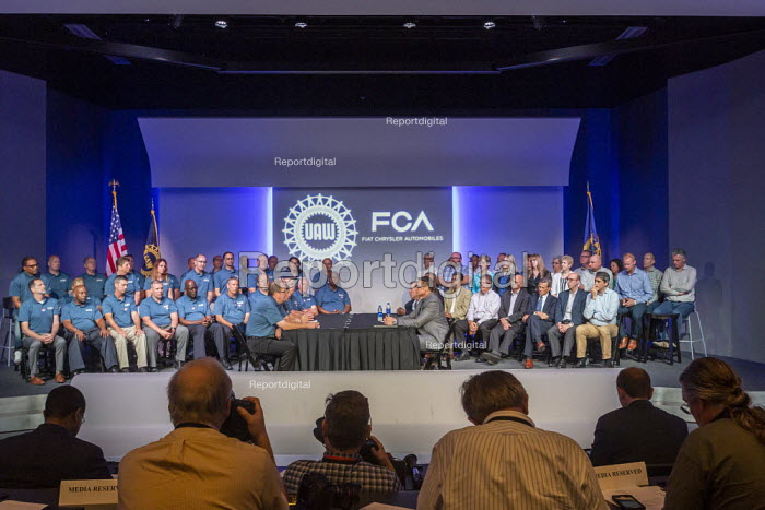 Michigan USA, Leaders of Fiat Chrysler and the UAW ceremonial opening of negotiations for the 2019 collective bargaining contract - Jim West - 2019-07-16