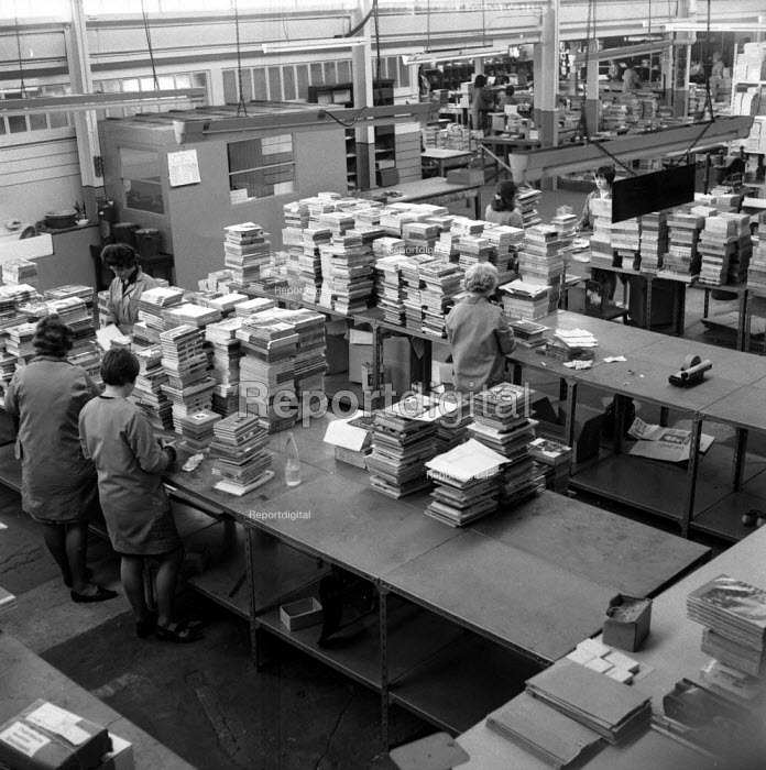 Bookbinding and Printing plant in Edinburgh 1971. The city has a tradition of bookbinding and printing going back more than 500 years - Chris Davies - 1971-05-03