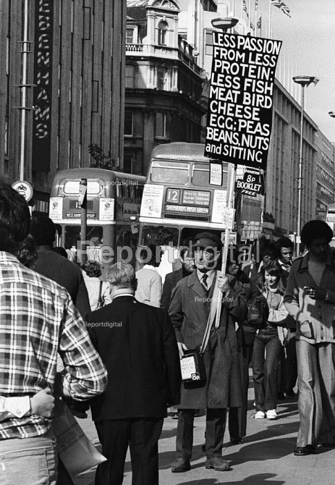 Stanley Green known as the Protein Man with his famous placard on Oxford Street London 1982. For 25 years, from 1968 until 1993, Green walked Oxford Street with a placard recommending Protein Wisdom, a low-protein diet that he said would dampen the libido and make people kinder. His 14-page self-published pamphlet, Eight Passion Proteins with Care went through 84 editions and sold 87,000 copies over 20 years. - Stefano Cagnoni - 1982-07-06