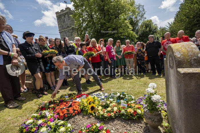Mark Serwotka, PCS wreath laying, Tolpuddle Martyrs Festival, Dorset. - Jess Hurd - 2019-07-21