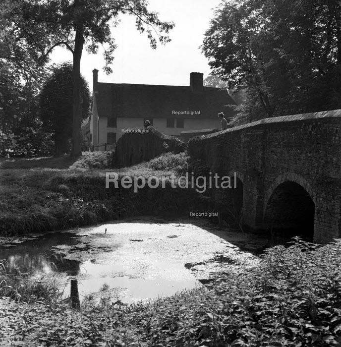 Bridge over River Brett and farmhouse, Chelsworth Suffolk 1955 - Kurt Hutton - 1955-09-27