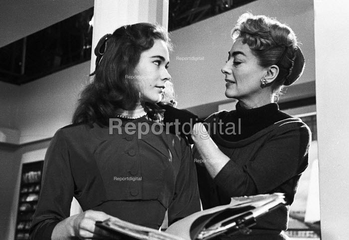 The Story of Esther Costello 1957 Joan Crawford as Margaret Landi and Heather Sears as Esther Costello on film set - Kurt Hutton - 1957-01-14