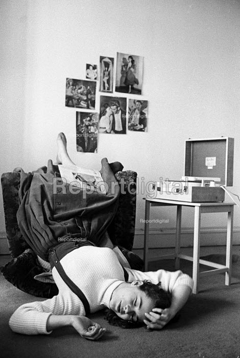 Teenage girl in her bedroom listening to music on her record player 1957 - Kurt Hutton - 1957-05-15