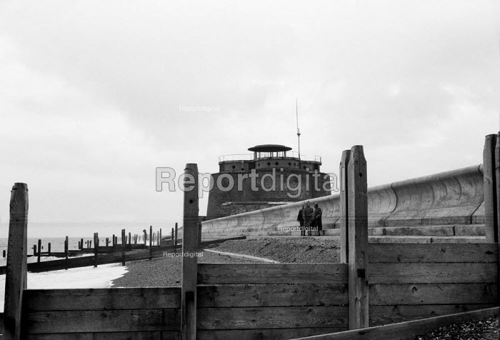 Martello Tower, seafront defences Aldeburgh Suffolk 1958 - Kurt Hutton - 1958-10-27