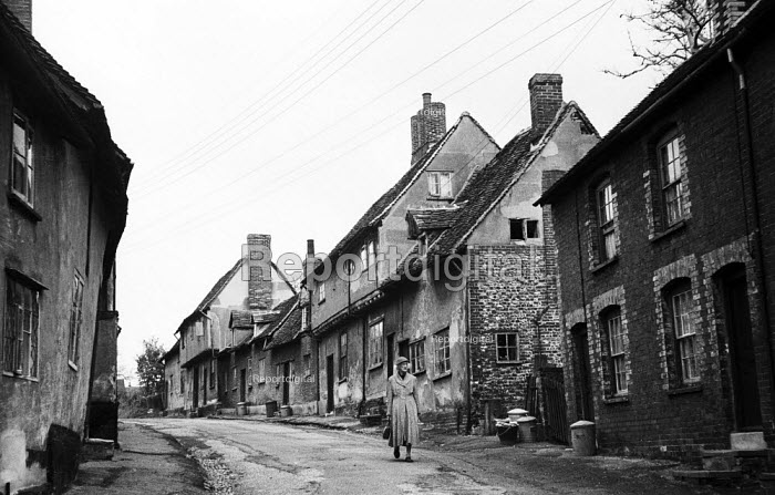 Elderly woman walking home along the streets of the mediaeval village of Lavenham Suffolk 1958 - Kurt Hutton - 1958-10-20