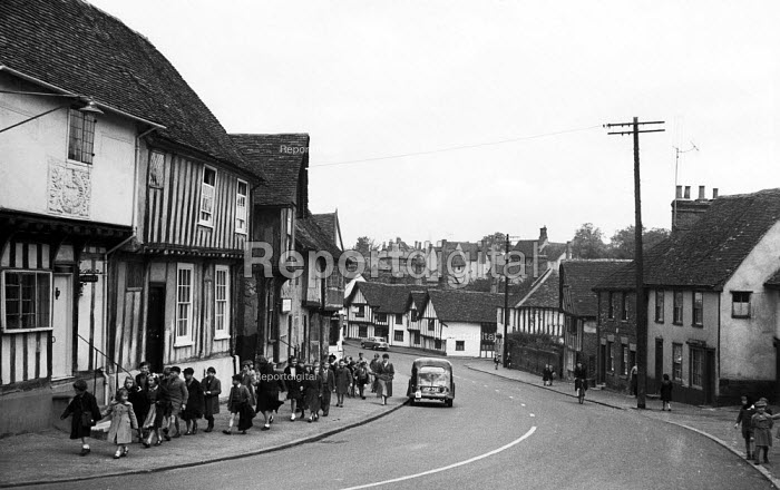 Primary School children walking along the High Street in the mediaeval village of Lavenham Suffolk 1958 - Kurt Hutton - 1958-10-20