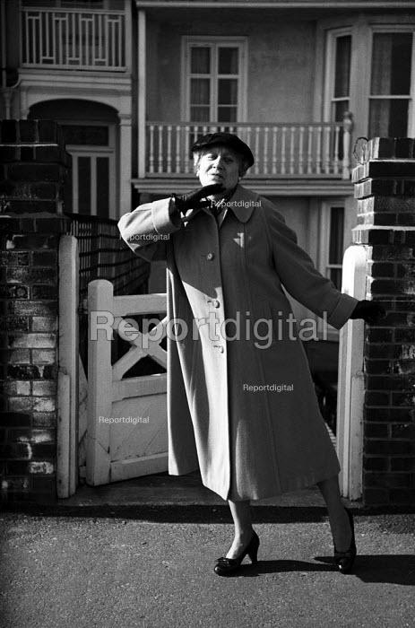 Mrs McCrispy, Gretel Aldeburgh wife of Kurt Hutton Aldeburgh 1958 - Kurt Hutton - 1957-03-14
