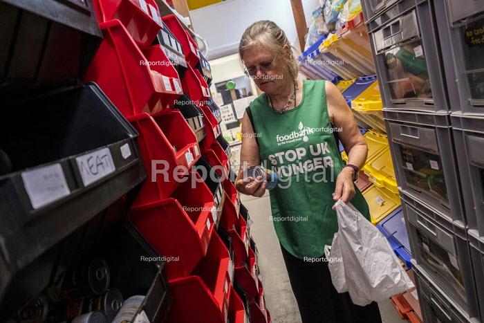 Helper at St Pancras Church House foodbank, Trussell Trust, London - Jess Hurd - 2019-08-01