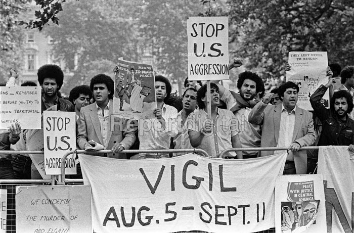 Libyan vigil against US threats, American Embassy, London 1983. American forces incursions into the disputed Gulf of Sirte Lybian Territorial waters - NLA - 1983-08-09
