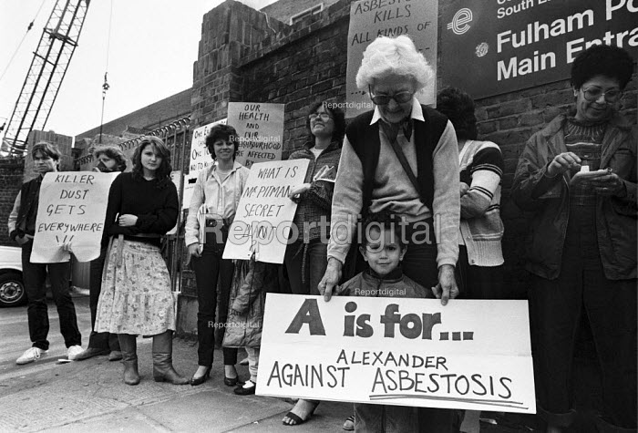 Residents protest against asbestos dust being released during the decommissioning of Fulham Power Station, Fulham, West London 1983 - NLA - 1983-06-16