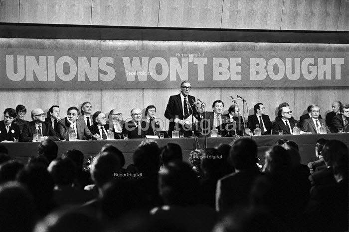 TUC rally of civil service unions in London 1984 in defence of union rights after unions at GCHQ were banned. Gen sec of TUC Len Murray speaking. Unions Won't Be Bought - NLA - 1984-02-16