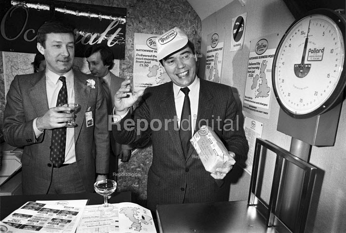 Opening of an independent post office, one of the measures preceding the attempt to privatise the post office, with Conservative (and freemason) David Trippier (R), London. - NLA - 1984-02-09