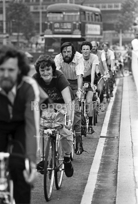 Cycle lanes introduced to London by the GLC, cyclists on Waterloo Bridge 1984 - NLA - 1984-04-09